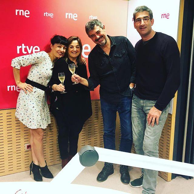 Sábado por la mañana: ahora mismo nos tenéis en la radio! de 10h a 10:30h en #son4dies de @GoyoPrados en @radio4_rne en directo!