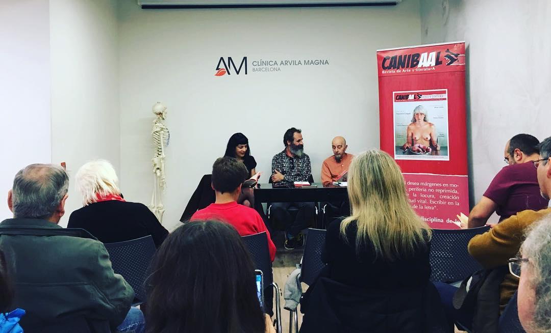 #Repost @rojodsign Presentación de LA ENTROPIA DE LOS RELOJES ROTOS de @ximorochera con @antoniobeneytosenabre @canibaal #laentropíadelosrelojesrotos #canibaal .