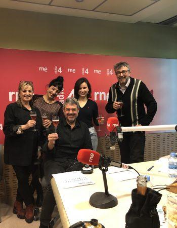 Ya empezamos, conectad @radio4_rne #radio #risas #humor #pictoftheday #working #news #happyday